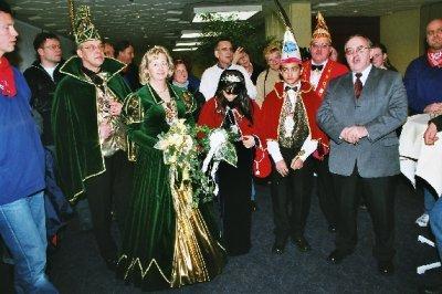 Gruppenbild mit Tollitäte und Bürgermeister, der die Holländer begrüßte