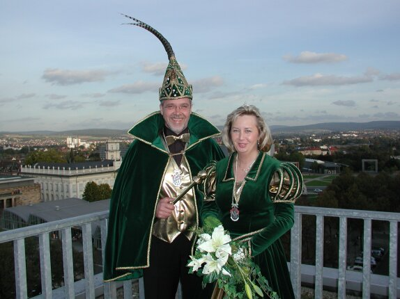 Prinz Hans-Jürgen I. und Prinzessin Ute I. mit Blick über Kassel