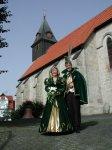 Das Prinzenpaar vor der St. Anna Kirche zu Nieste Motiv des Karnevalsorden 2002